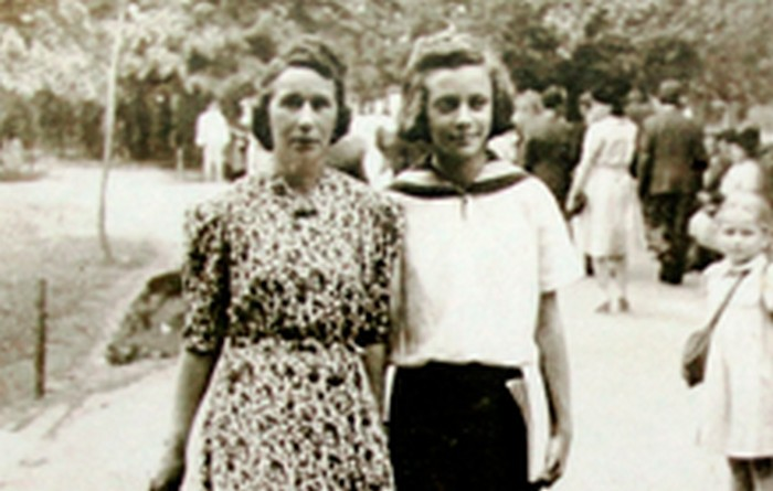 Janina with Józefa, her Polish mother. Kraków 1945.