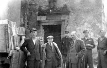 Henryk Münch while transporting documentation to Archiwum Akt Dawnych. Kraków 1944.