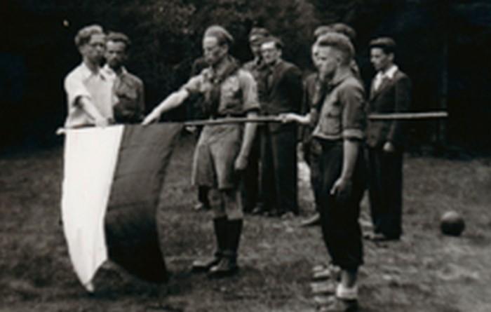 Scouts of Zawisza group taking an oath in Bętkowska Valley on Akanta clearing. April 23, 1944. From the left: Marian Młynarski, Edward Więcek, Kazimierz Lisiński, Mieczysław Mysiński.