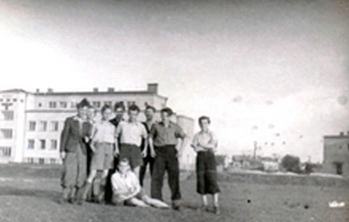 Zawisza group. May 17, 1944. From the left: A. Reuss, M. Młynarski, E. Więcek, J. Sajboth, J. Mysiński, M. Mysiński (seated).