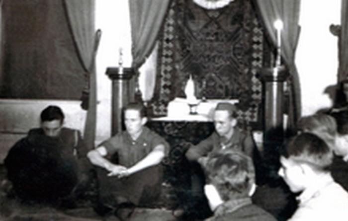 Zawisza scouts taking an oath. November 26, 1944. From the left: Adam Reuss, Kazimierz Lisiński, Marian Młynarski.