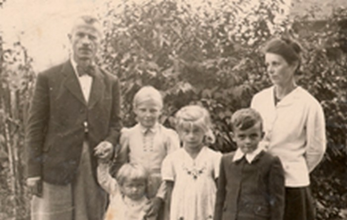 Józef Ostafin with his family in Kalwaria Zebrzydowska.
