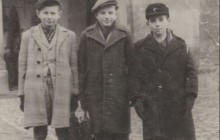 Henryk Meller with friends, Marian Bisztyga on the right, Halpern on the left, Krakow, after 1947, property of Henryk Meller
