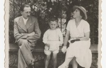 Janusz Tomaszewski with his parents, Zofia and Wacław, on Wawel Hill, 1936