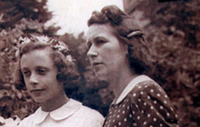 Janina (wówczas Janina Baran) z polską mamą na I komunii świętej, Staniątki 1944 r., wł. prywatna