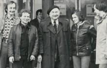 Józef Fiszer ze swoimi studentami, lata 70. XX w., wł. prywatna