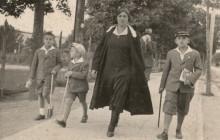 Mama Józefa – Franciszka z synami w Rymanowie, 1929 r., wł. prywatna