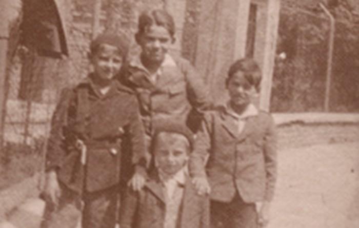Józef Fiszer  z bratem Bogusławem (od lewej) i kolegami na Salwatorze,1932 r., wł. prywatna