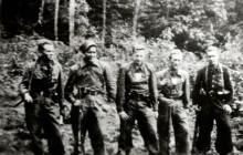 Partyzanci oddziału Grom AK, pierwszy od lewej brat Józefa – Jan Fiszer, 1944 r., wł. prywatna