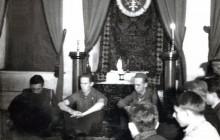Konspiracyjne przyrzeczenie Zawiszy w domu przy ul. Krupniczej, 26 XI 1944 r. Od lewej Adam Reuss, Kazimierz Lisiński, Marian Młynarski, wł. MHK