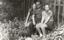 Stanisław  z córkami,  lata 70., wł. prywatna