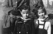 Niusia Horowitz-Karakulska, Roman Liebling (później Polański), Ryszard Horowitz i Roma Ligocka na Wawelu, Kraków, 1946, wł. Niusi Horowtiz-Karakulskiej