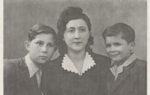"""Leon Rubach z mamą Genią i bratem Markiem, Częstochowa, 1946. Leon Rubach, """"The Autobiography of Leon Rubach. The First Twenty Years"""", New Jersey 2009"""